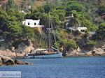 Zeilboot nabij Platanias op het eiland Skiathos