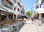 Winkelstraat Papadiamantis in Skiathos-stad foto 1