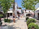 Winkelstraat Papadiamantis in Skiathos-stad foto 2